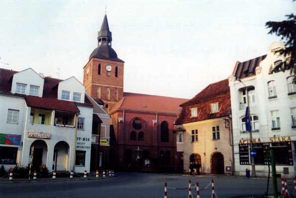Die nordöstliche Ecke des Marktplatzes mit der St. Johannes-Pfarrkirche